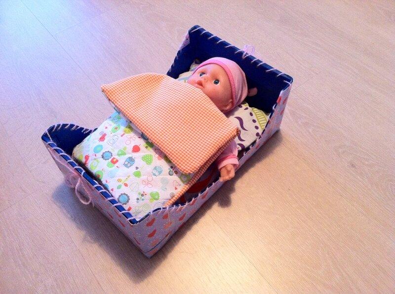 Un lit pour poupon