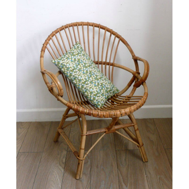 fauteuil-en-rotin-coquille