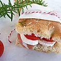 Focaccia au romarin en sandwich italien