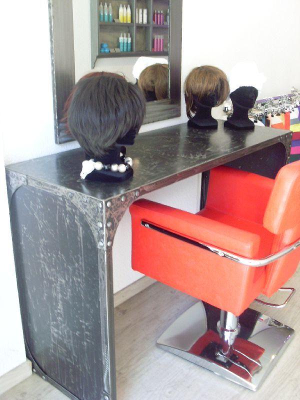Salon de coiffure miroirs et plan de travail le for Salon de coiffure miroir