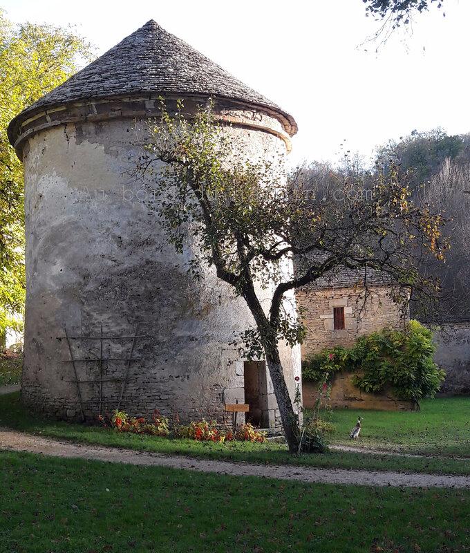 Le pigeonnier du château de Bussy Rabutin (2) copie