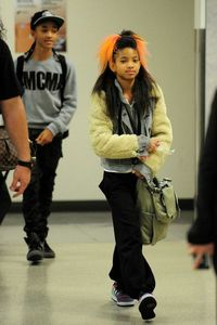 Willow+Smith+Willow+Jaden+Smith+Arrive+LAX+UJyJTpoIY9nl
