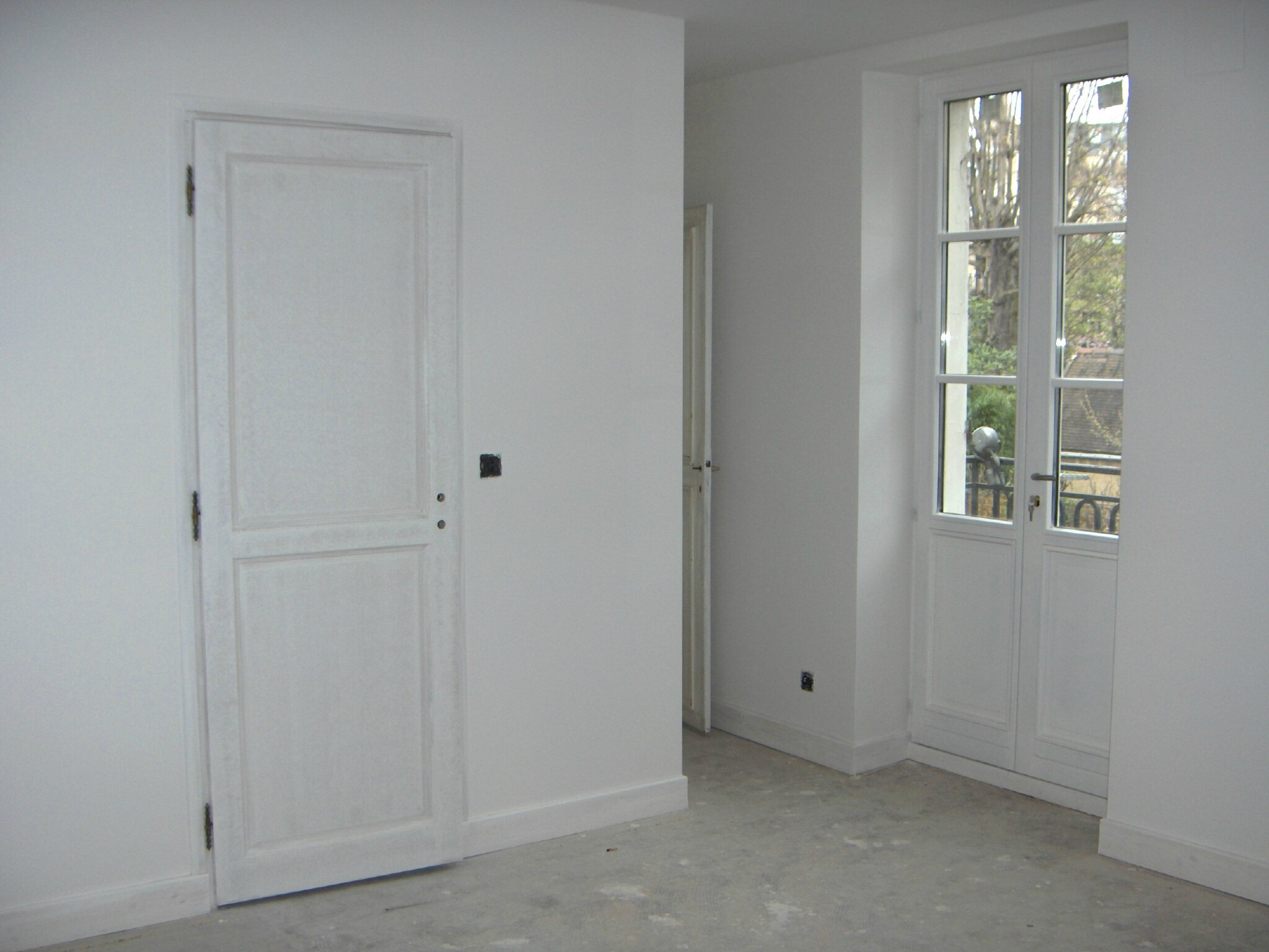 Les travaux continuent la maison du 17 for Peinture mur blanc