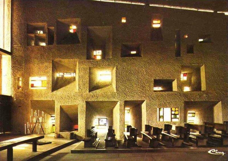 CPM Ronchamp Notre-Dame du Haut Intérieur Mur de lumière 1
