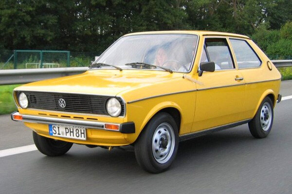 2011-automuseum-volkswagen-polo-1-yellow-road