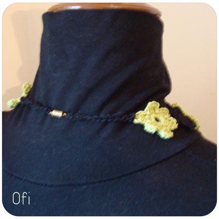 collier_fleurs_anis_et_noir_au_crochet_3