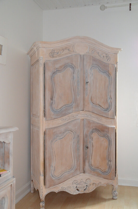 armoire naturel bois patiné ciré