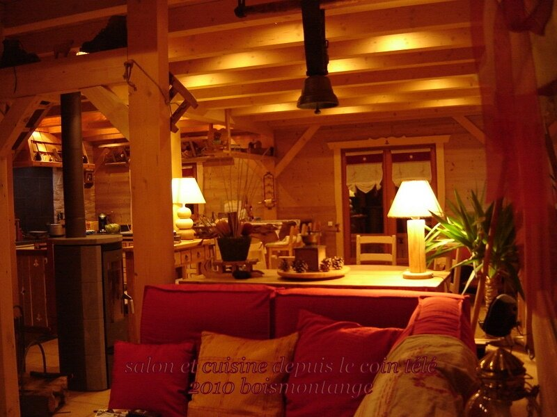 Int rieur chalet 103 1 photo de chalet poteaux poutres int rieur bois et montagne for Photo decoration interieure chalet