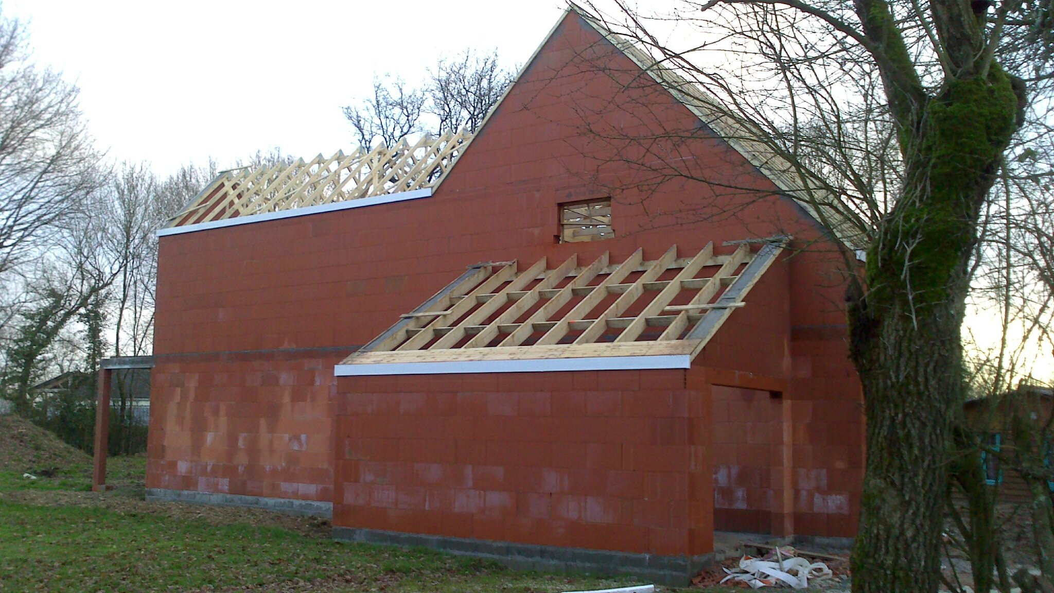 La charpente de la maison bis emplacements rebords de for La maison de la fenetre