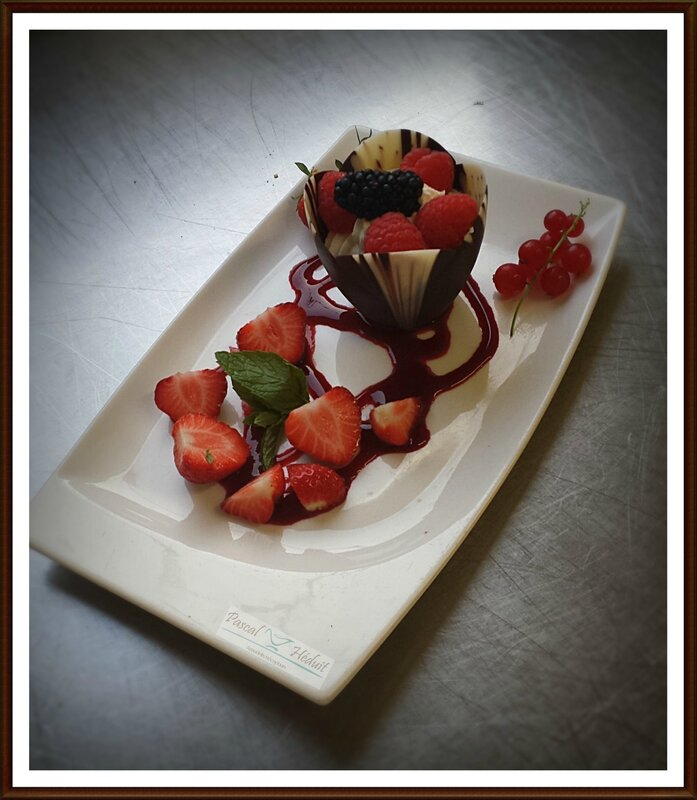 tulipe de cremet et fr rouges (2)
