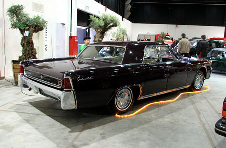 Lincoln_continental_4door_hardtop_sedan_de_1962__RegioMotoClassica_2010__02