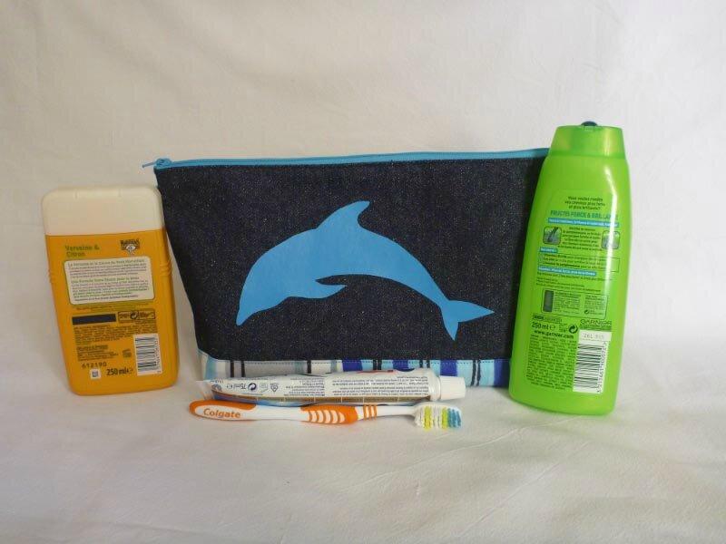 Trousse de toilette classique dauphin + produits