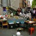 Brocante sur l'avenue Daumesnil.