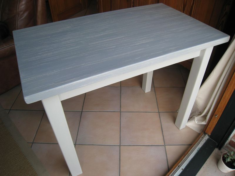 Repeindre une table basse en bois vernis for Repeindre table bois