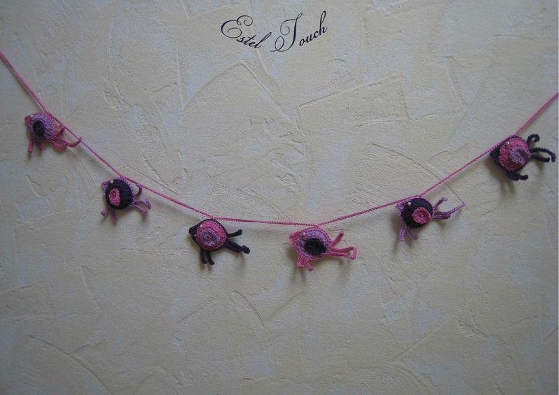 guirlande oiseau rose violet