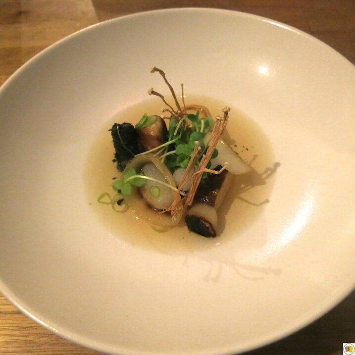 Foie gras, bouillon de soja, navet, nori (2)