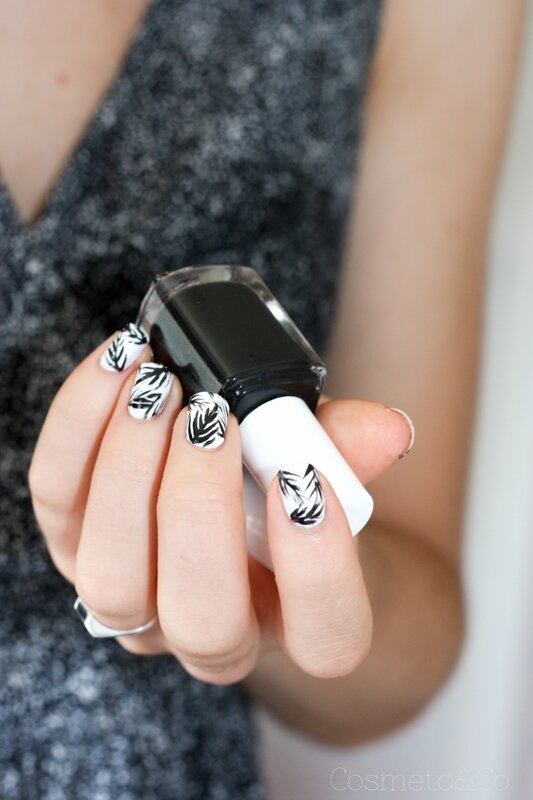 nail art tropical feuille palme noir et blanc essie-7