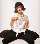 1962_07_10_by_bert_stern_black_wig_col_040_1