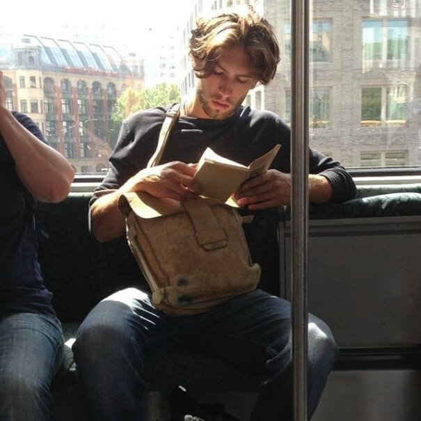 hot-dudes-reading-books-instagram-13-605x605