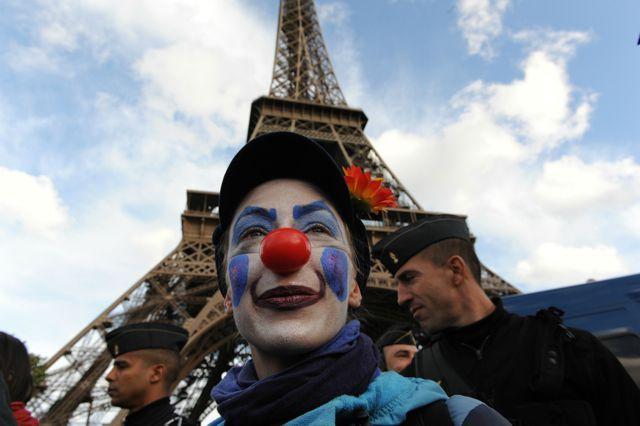 Paris indignés nez tour