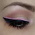 Duo d'eyeliners noir et rose.