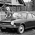 Une bien jolie et sexy petite auto