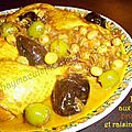 Poulet aux pruneaux, olives et raisins secs