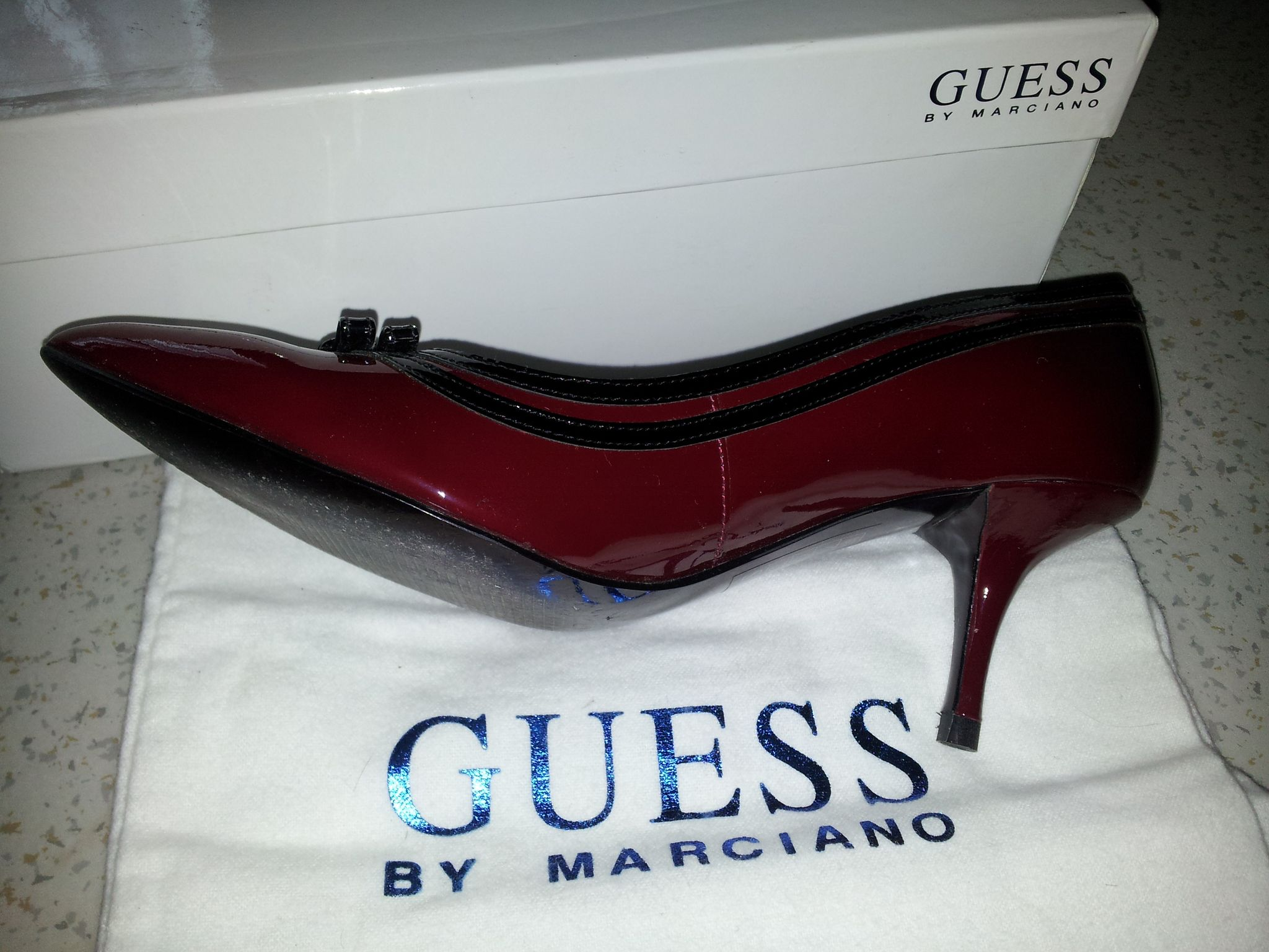 vends escarpin guess by marciano 80 euros calysa dressing. Black Bedroom Furniture Sets. Home Design Ideas