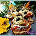 Pains dorés à la compotée de figues raisins,tomate, chèvre, terrine de canard