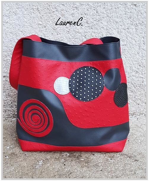 SAC_COSMOS_ROUGE_GRIS_DEHORS