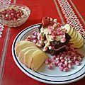 Gâteau moelleux au chocolat et crème glacée caramel aux graines de grenade