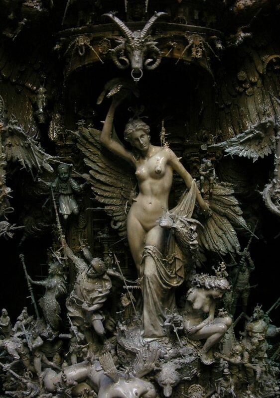 des-objets-deniches-dans-la-rue-sublimes-en-dextraordinaires-sculptures-surrealistes8