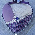 Coeur à suspendre, coeur polystyrène recouvert de tissus et galons