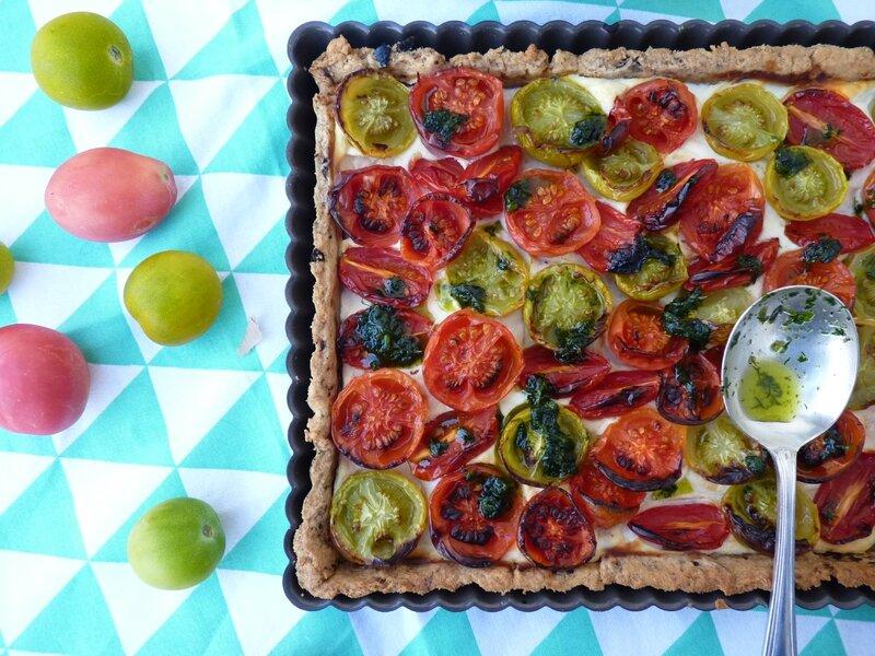 tarte aux tomates anciennes, ricotta, pâte sablée aux olives de Nyons et pesto de coriandre