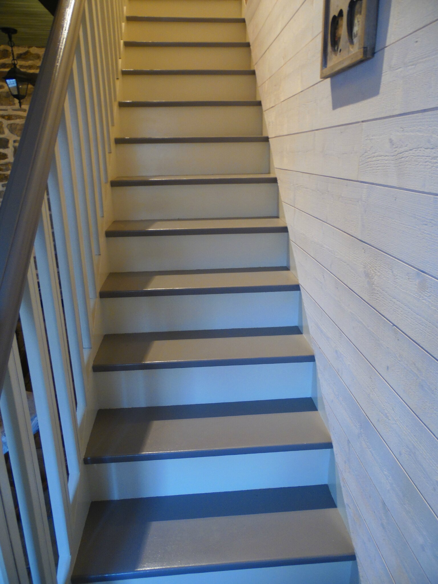 Photo escalier peint blanc gris for Photo escalier peint blanc gris