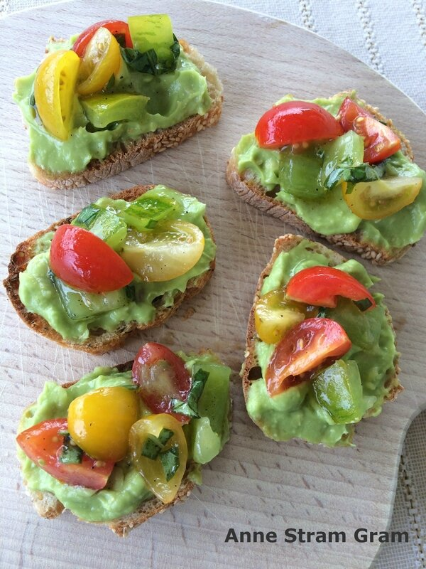 Toasts avocat tomate
