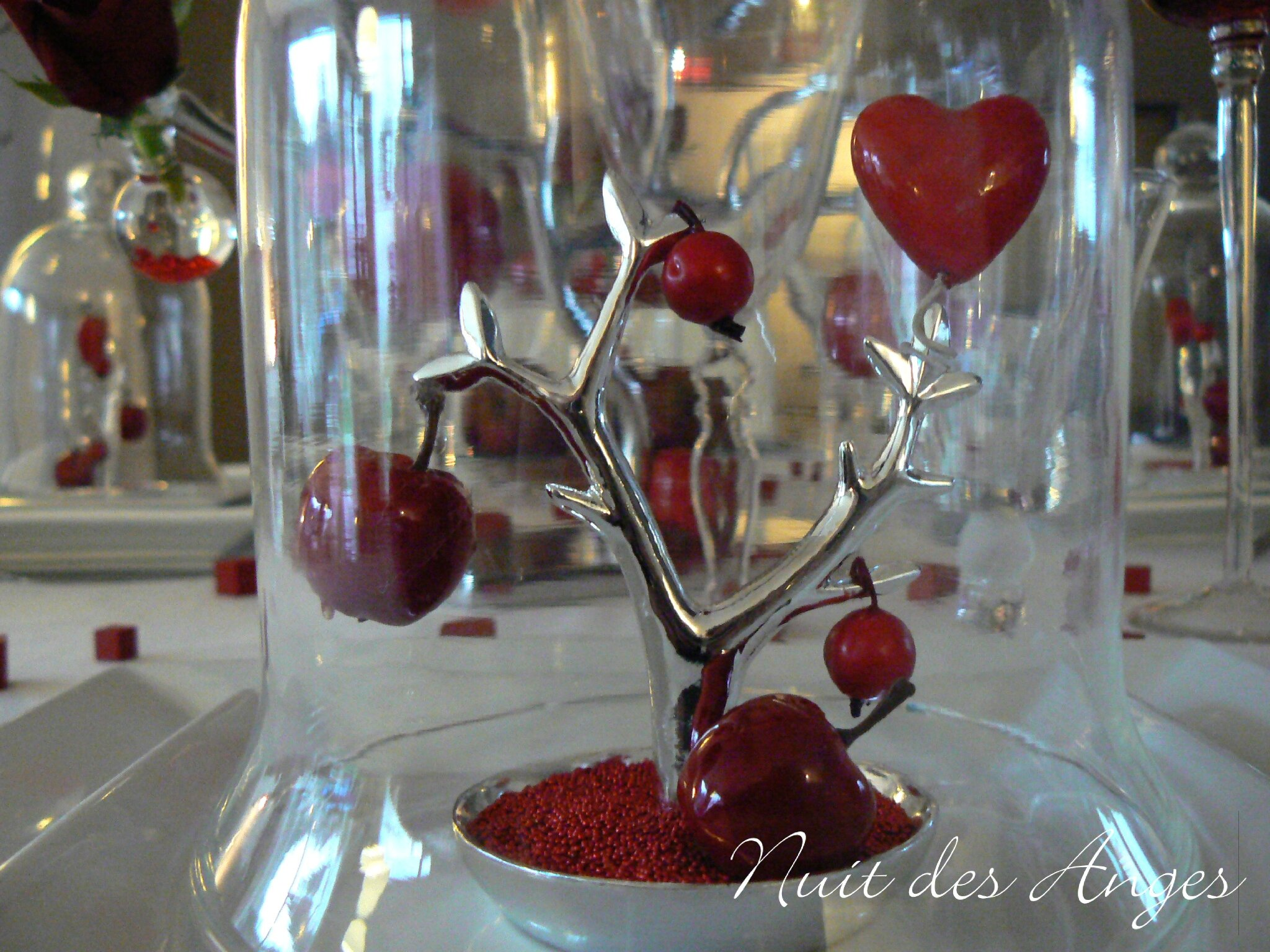 D coration de table rouge pomme d 39 amour nuit des anges for Decoration pomme rouge
