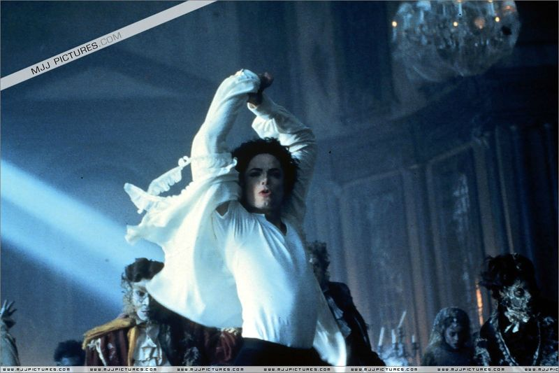 Ghosts-michael-jackson-7127026-1200-799