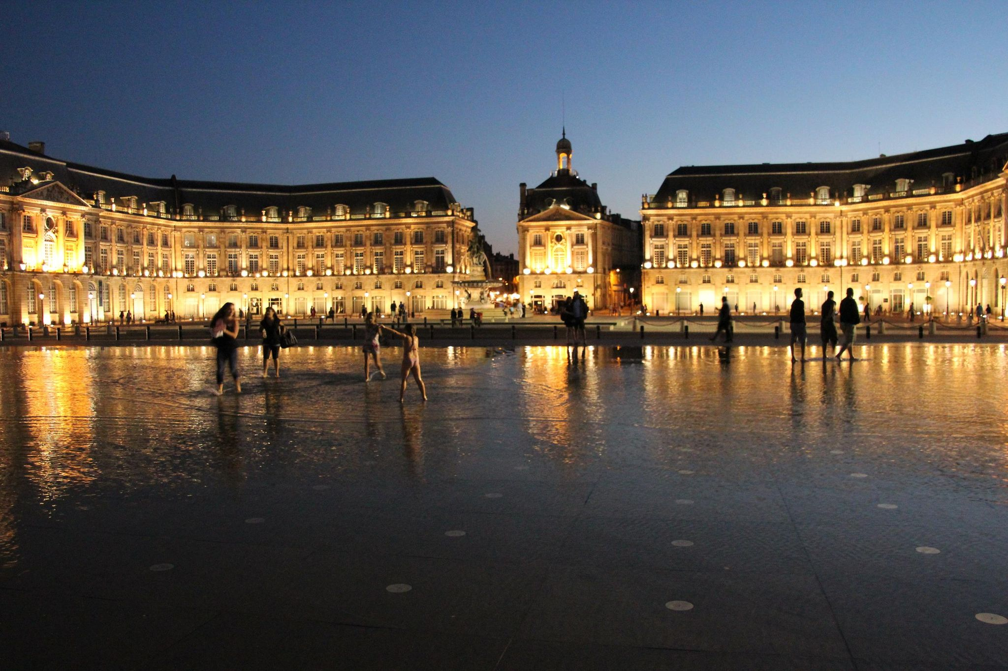 Miroir d'eau, place de La Bourse. By night. Juillet 2012.