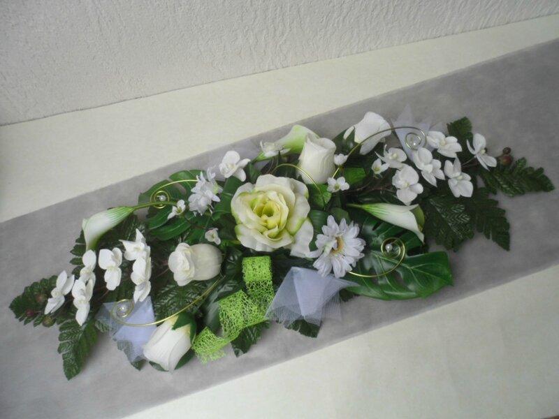 Centre de table d 39 honneur pour mariage ivoire et bordeaux d coration de - Fleurs artificielles pour mariage ...