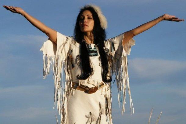 Native_American_woman_Junal_Gerlach