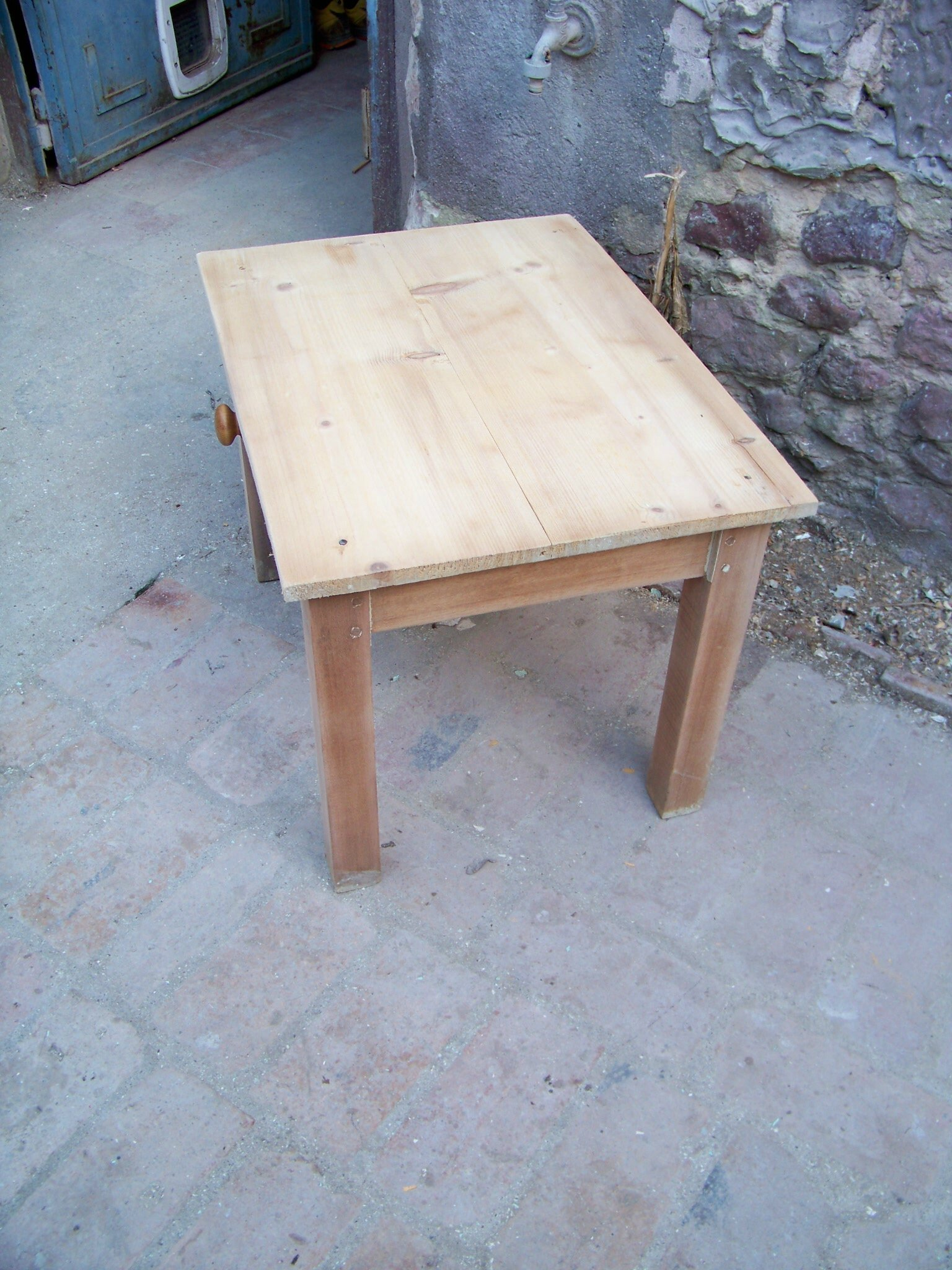 Table basse bois use for Petite table en bois