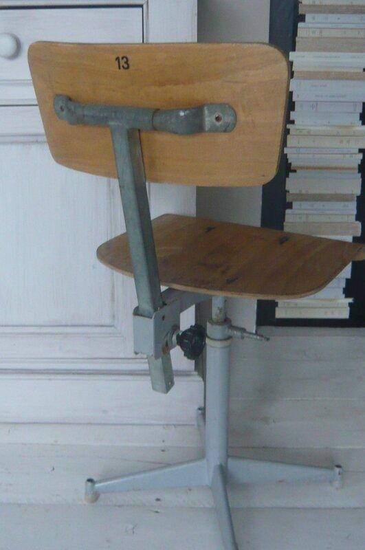 en recherche d 39 une ancienne chaise d 39 usine prix l 39 esprit de fannie. Black Bedroom Furniture Sets. Home Design Ideas