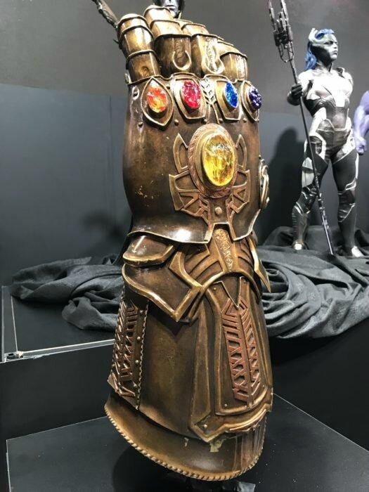 avengers-infinity-war-thanos-gant-infini-d23-2017-525x700