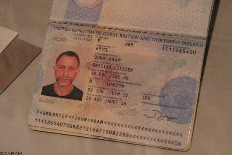 James bond played by Daniel Craig's fake passport in 2012 for the«Skyfall» movie (?) Photo: Olivier Daaram Jollant © 2016
