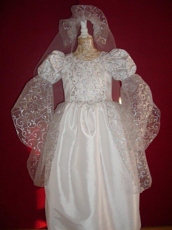 robe de mariée blanc et argent taille 4 ans