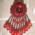 pendentif rouge et bronze