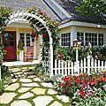 jardin-façade-clôture-bois-blanc-neige-dalles