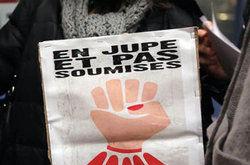 sous_les_paves_la_jupe