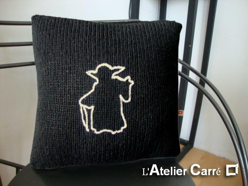 coussin-personnalise-symbole-film-tricot-noir-yoda